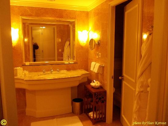 Regent Berlin: the more than beautiful bathroom