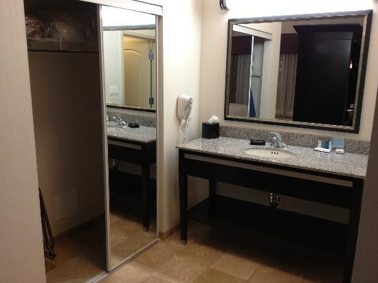 Hampton Inn & Suites by Hilton Red Deer : Room 132