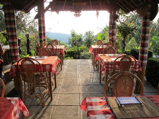 Karangsari Guest House: pergola