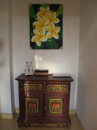 Karangsari Guest House: hall de la chambre
