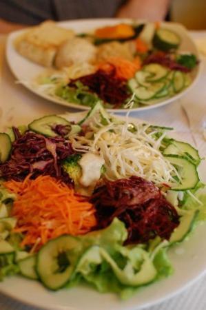 Les Cinq Saveurs d'Anada : salad plates