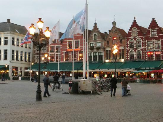 Huis Koning: main square