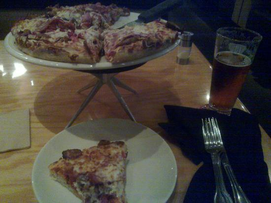BJ's Restaurant & Brewhouse: 5 meat pizza