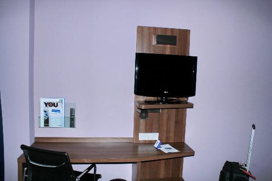 Holiday Inn Express Amsterdam - South: Desk&TV