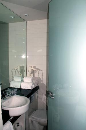 Holiday Inn Express Amsterdam - South: Bathroom