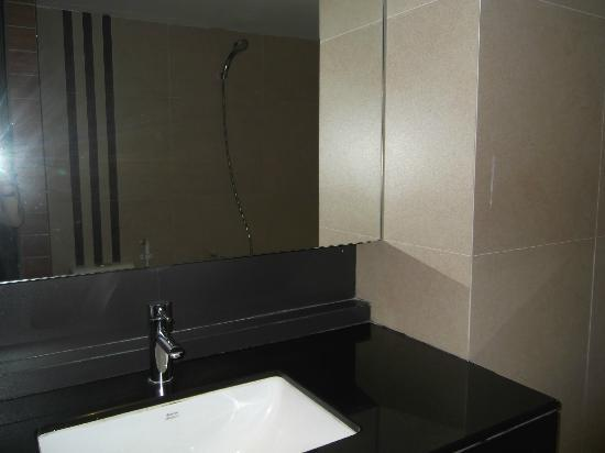 Bangkok City Hotel: Bathroom