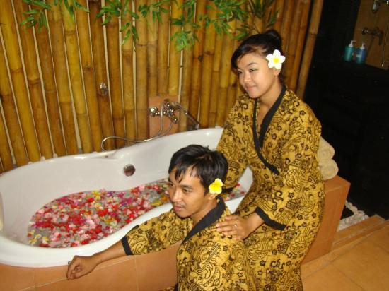Soma Massage & Spa: Flower bath