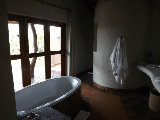Madikwe Safari Lodge: Vanity area