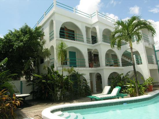 Seven Seas Resort: Pool & Tropical Garden area