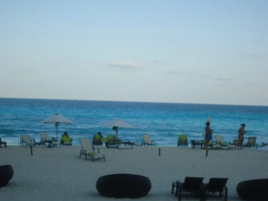 ME Cancun: beach