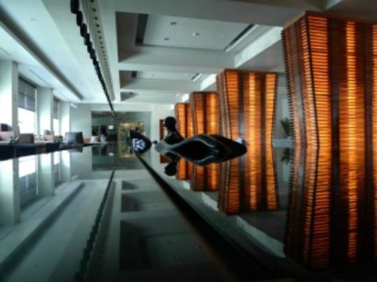 ME Cancun: Hotel lobby