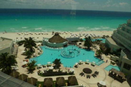 ME Cancun: view of the pools