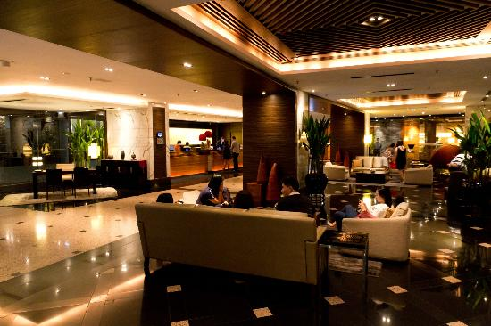 Parkroyal On Beach Road Lobby Extremely Uncomfortable When Crowded