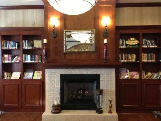 Country Inn & Suites by Radisson, Braselton, GA: Lending Library