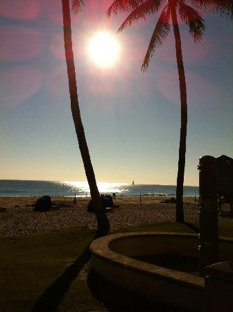 Wyndham Deerfield Beach Resort: Sunrise (from front of hotel)