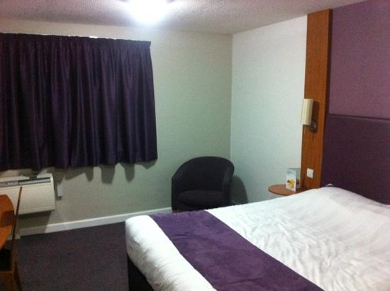 Premier Inn London Hayes, Heathrow Hotel: spacious with temperature controlled A/C