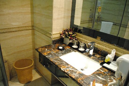 Hong Yun Hotel : Ванная
