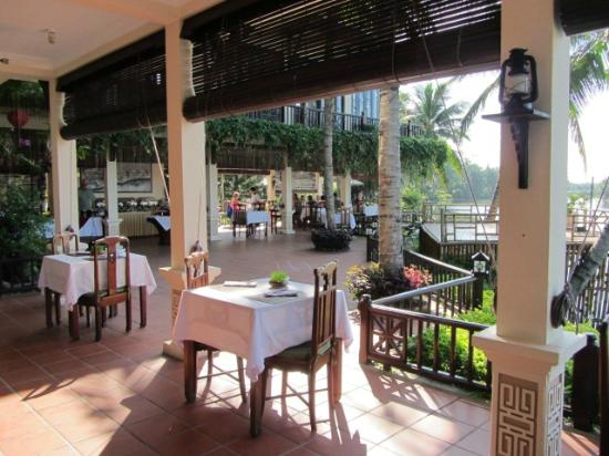 Hoi An Riverside Resort & Spa: Looking out from the restaurant/breakfast area