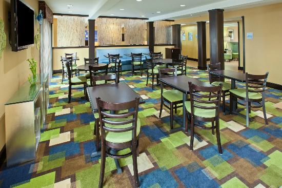 Holiday Inn Express Bowling Green: Enjoy a free Express Start full hot breakfast bar in the Great Room.