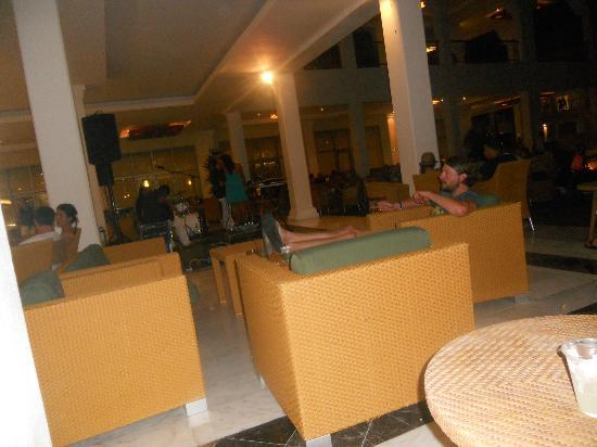 Grand Riviera Princess All Suites Resort & Spa: Live bands played every night!!