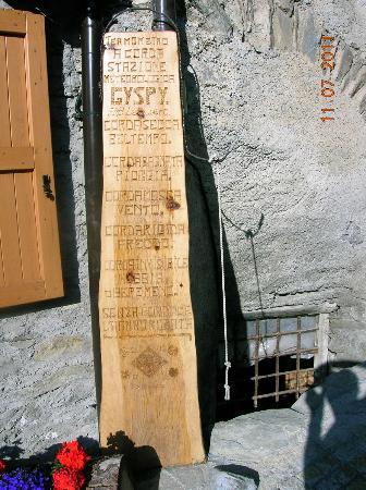 Divertente indicazione meteo al''ingresso di La Liero