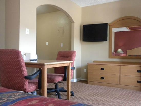 Cloud 9 Motel: Flat screen TV in sitting area