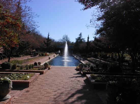 Clark Gardens Botanical Park: The Pool Near the Wedding Facilities