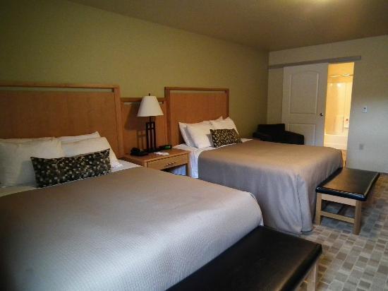 Juneau Aspen Suites Hotel : Double Queen Kitchenette