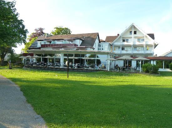 Hotel Lipprandt: l'hotel, vu du lac