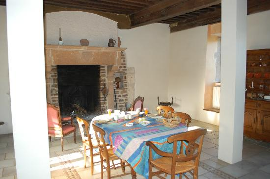 Chateau de Leynes : зал для завтрака