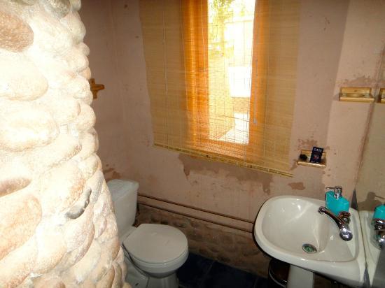 Takha Takha Hotel: Vista do banheiro