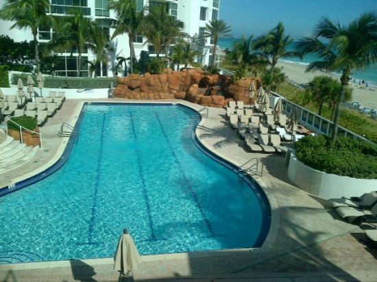 Trump International Beach Resort: La otra piscina