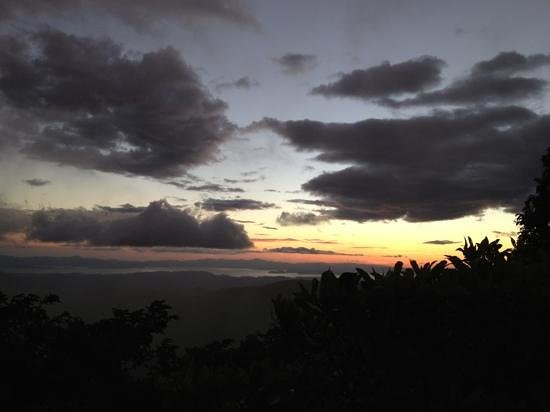 Arte Jaguar Gallery:                   sunset view of the ocean just outside the gallery