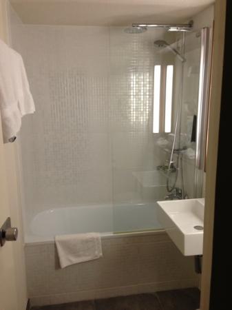 Campanile Bonneuil Sur Marne - Creteil : salle de bain