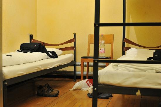 Jailhotel Loewengraben: Jailhouse beds in Unplugged room
