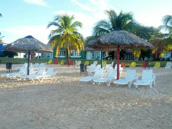 Club Amigo Costasur: View of the bungalows from the beach