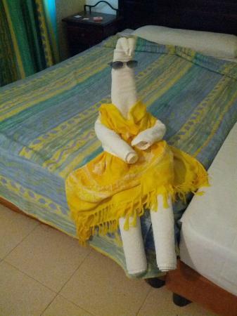 Club Amigo Costasur: Cute towel lady made by the maid for us