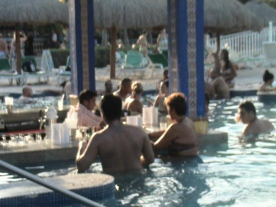 Hotel Riu Yucatan: Piscina