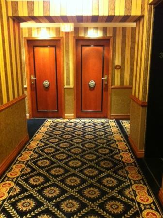 Executive Hotel Le Soleil: Hallway