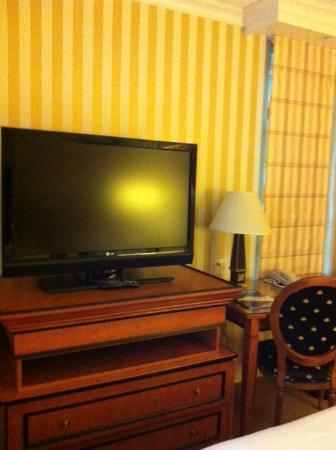 Hotel Le Soleil: TV