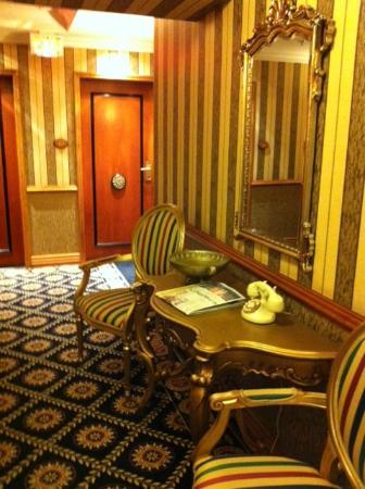 Hotel Le Soleil: Hallway