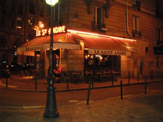Holiday Inn Paris - Notre Dame: Nearby brasserie