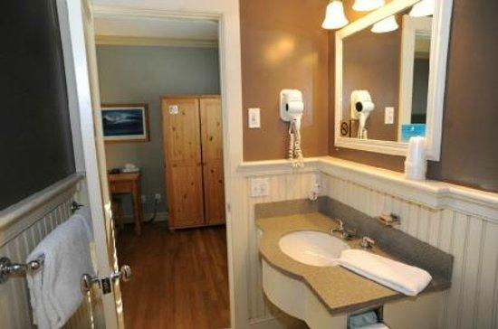 Southampton Long Island Hotel: DLX BATH