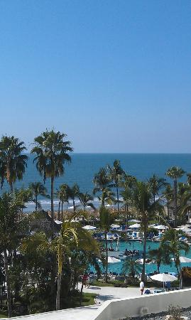 Hard Rock Hotel Vallarta: Pool/Beach area from my room