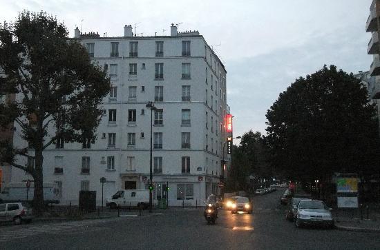 Ibis Paris Canal Saint Martin : Das Hotel Ibis am Quai Jemmapes