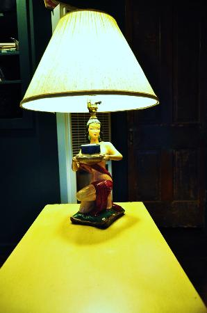 Belladonna Cottage: this lamp really caught my eye