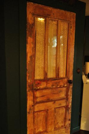 Belladonna Cottage: The door to the bathroom