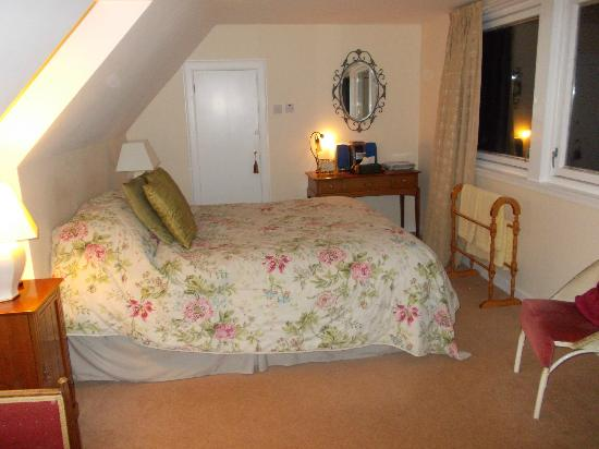 Ghillies Lodge: I slept like a baby in this amazingly comfortable (may I add huge!) bed - just for me!