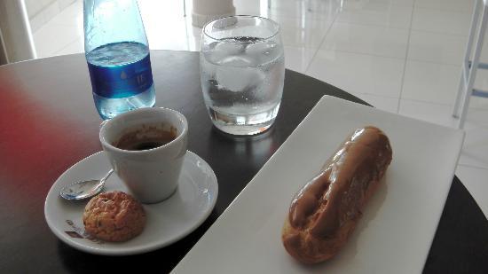 Café Gourmand : Expresso & Eclair au Café