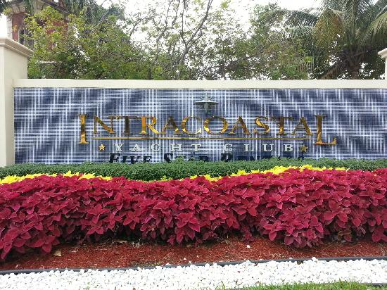 Intracoastal Yacht Club : Entrance